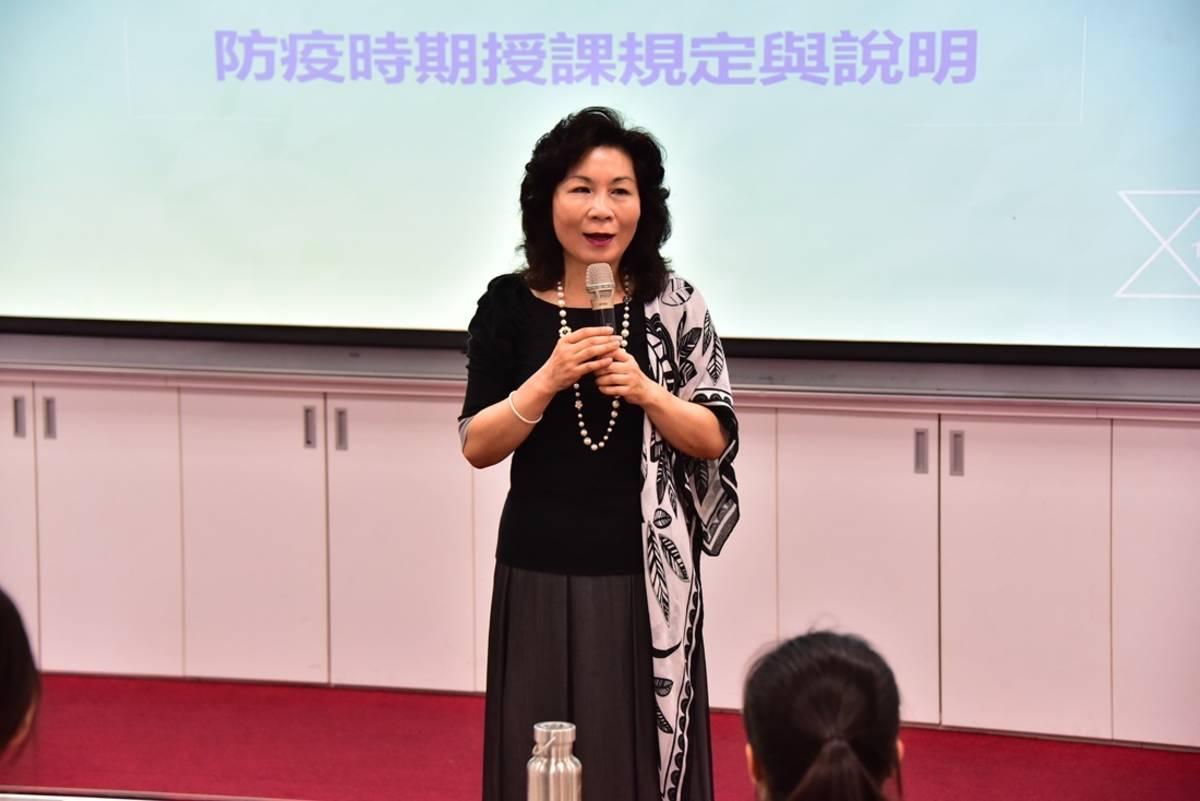 臺東大學通識中心主任郭美女說明防疫期間授課措施。