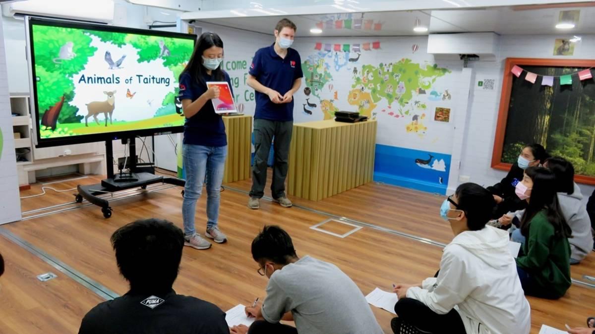 臺東大學通識教育中心邀請臺東縣教育處新啟用的「英語行動列車」,結合通識教育英文課程,開啟嶄新的英語教育視野。
