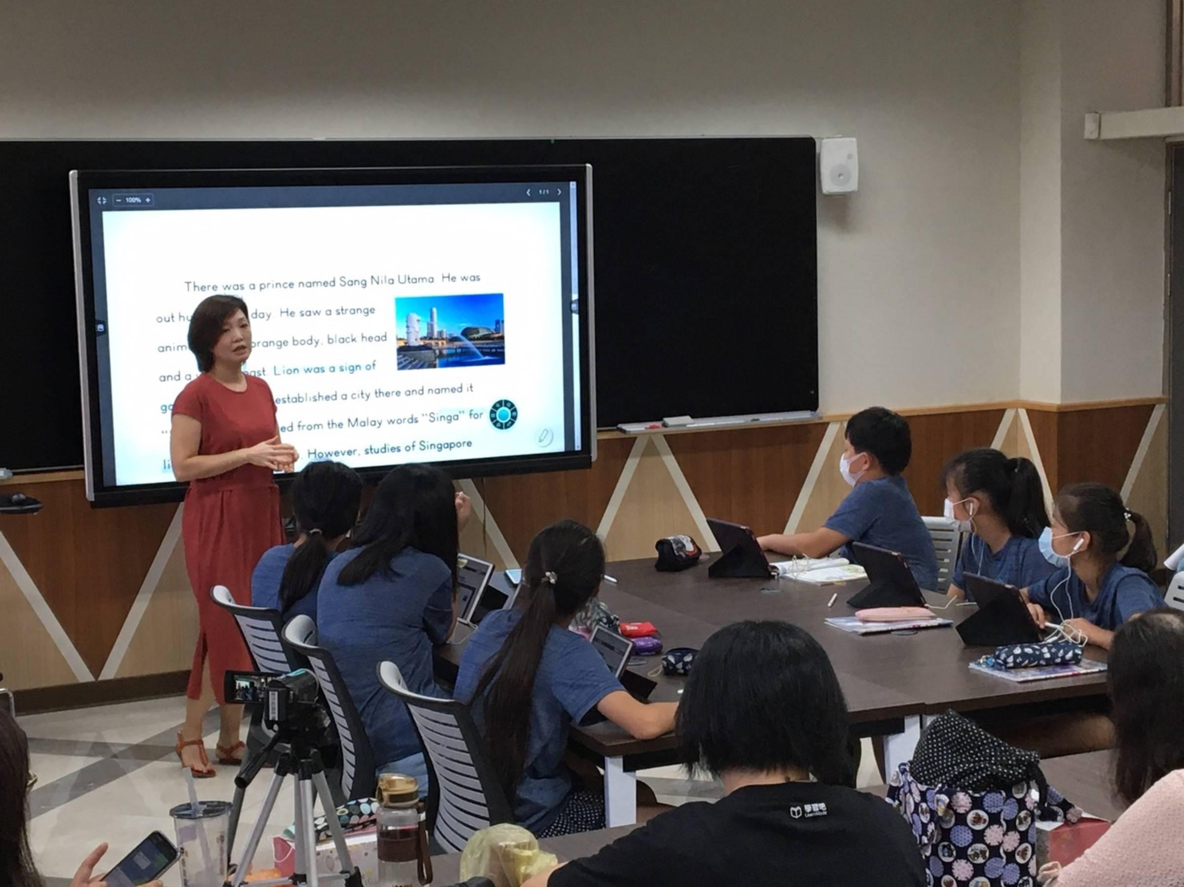 新店國小劉儒蓁老師運用Learn Mode學習吧平台進行六年級英語教學。