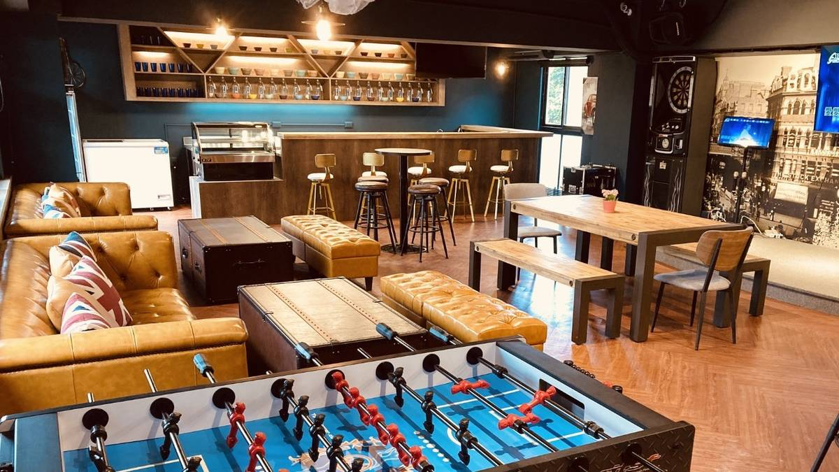 臺東大學「TTU fun」開幕啟用,工業風空間中設置吧檯及舞臺,並引進電話亭KTV、飛鏢機、手足球檯等設施,在校園內就能享有高品質的娛樂