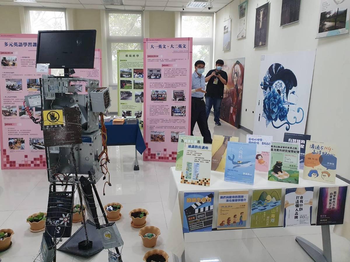 通識週靜態展則呈現基礎語文課程學習成果,以及藝術相關課程產出的作品。