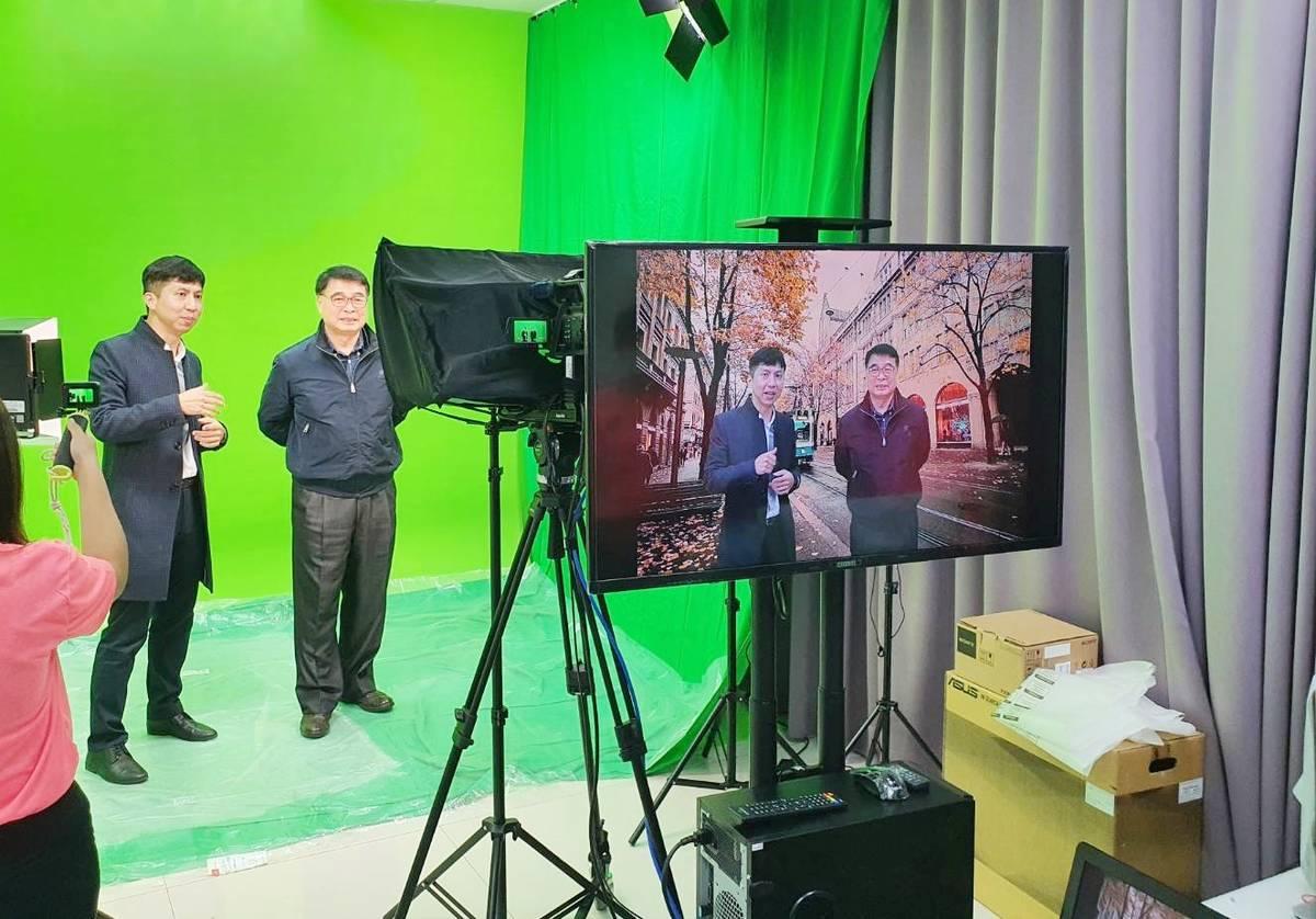 臺東大學教學發展中心建置數位攝影棚,教師可以依照需求選擇各式場景,或加入各種特效,讓數位課程更加生動有趣。