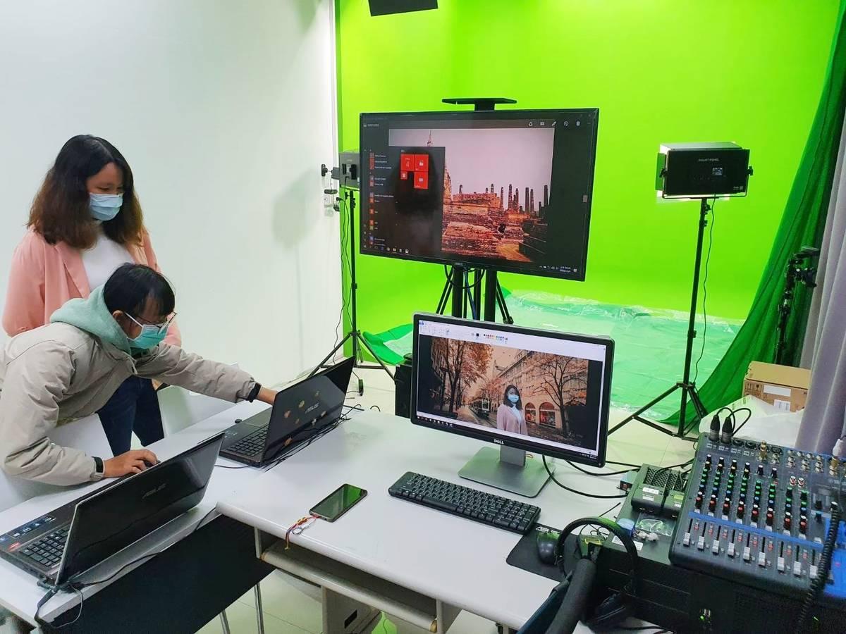 臺東大學教學發展中心建置數位攝影棚,教師可以依照需求選擇各式場景,或加入各種特效,能讓數位課程更加生動有趣。